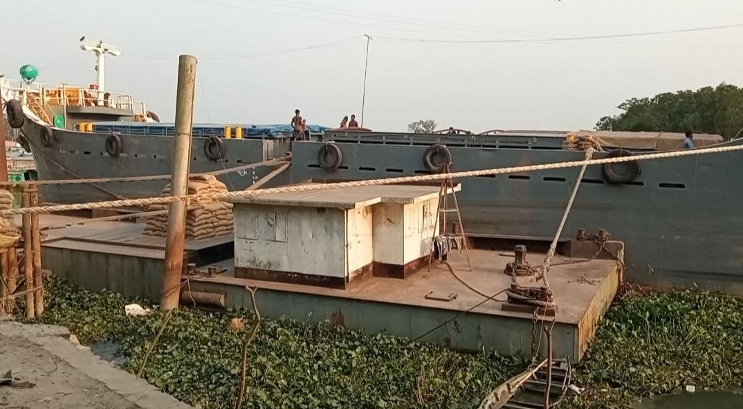 চাঁদপুর সিএসডি খাদ্য গোডাউনের ৩ টন গম জাহাজ থেকে উধাও